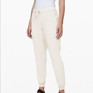 Lululemon On the Fly Woven Joggers Silverstone